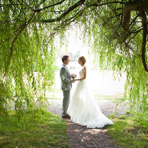 bride and groom willow tree, Gav Harrison Photography